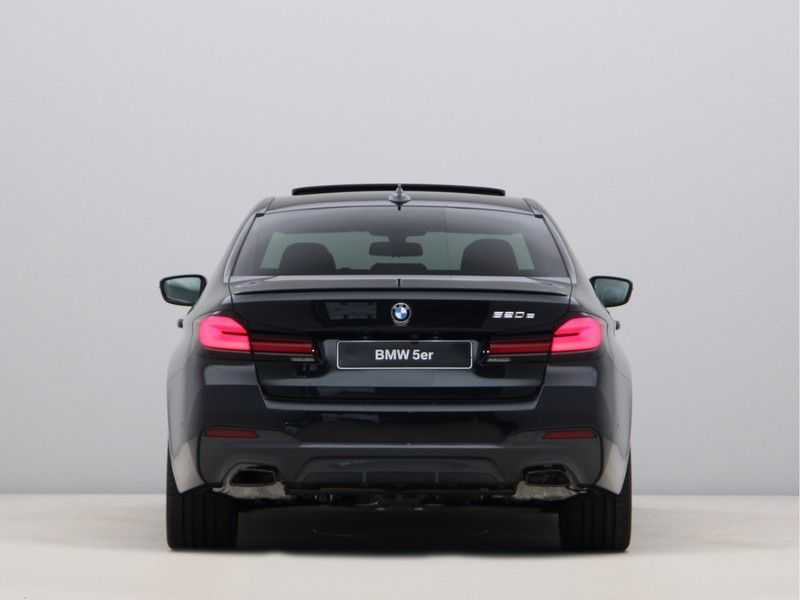 BMW 5 Serie 520e Sedan High Exe M-Sport Hybrid afbeelding 12