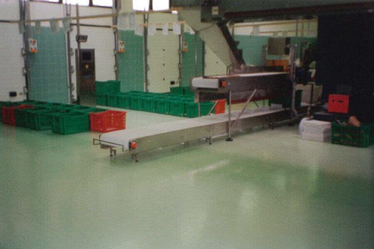 Pavimento in resina usato come superficie igienica all'interno di una panetteria.