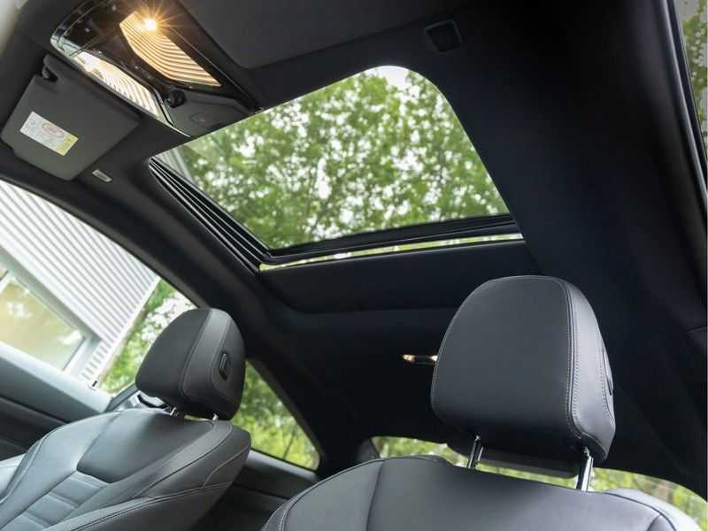 BMW 4 Serie Coupé M440i xDrive M-Sport - Head-up - Dak - Camera - DAB afbeelding 4