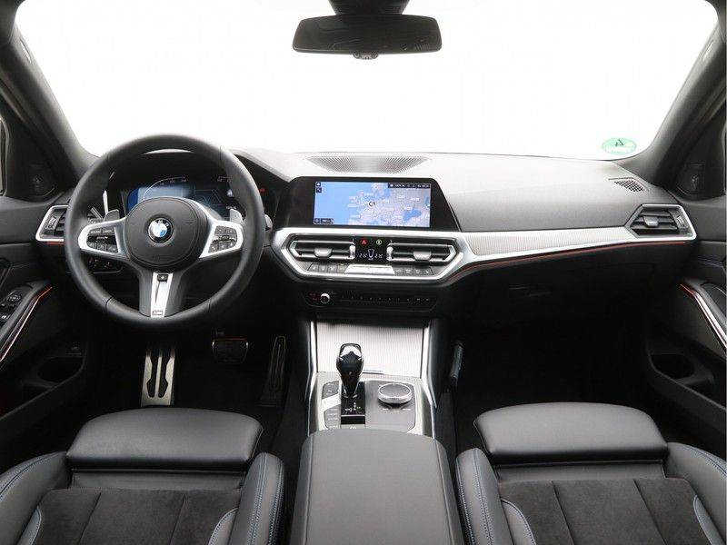 BMW 3 Serie 320i Touring Executive Edition M-sport afbeelding 13