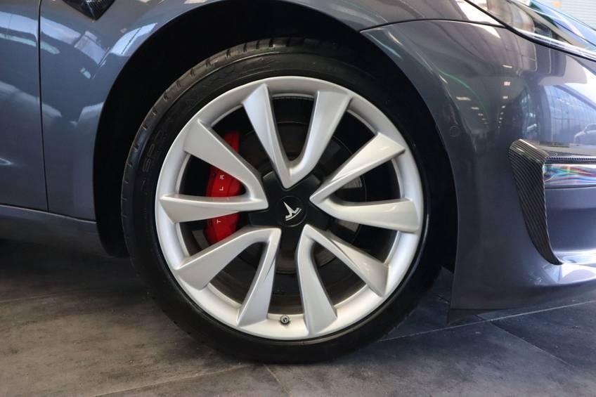 """Tesla Model 3 Long Range   prijs ex.btw 45.889,-   4% 19""""LM Grijs Zwart Performance Look afbeelding 4"""