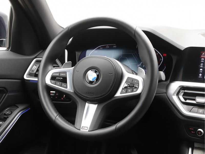 BMW 3 Serie 318i Executive Model M Sport afbeelding 13
