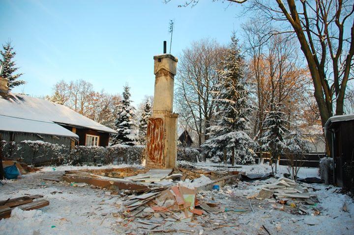 decyzją władz dzielnicy rozebrano 4 domki fińskie