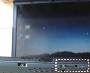 ノートPC手前にある無線LANスイッチ