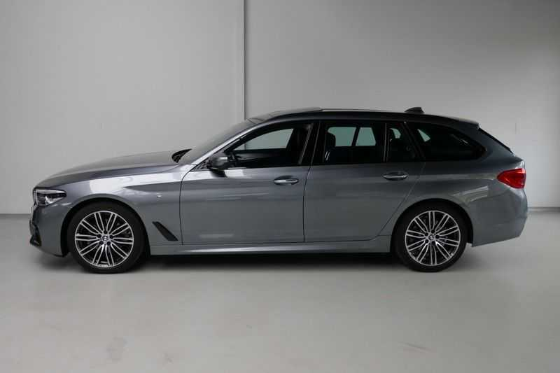 BMW 5 Serie Touring 520d High Executive M-sport afbeelding 2