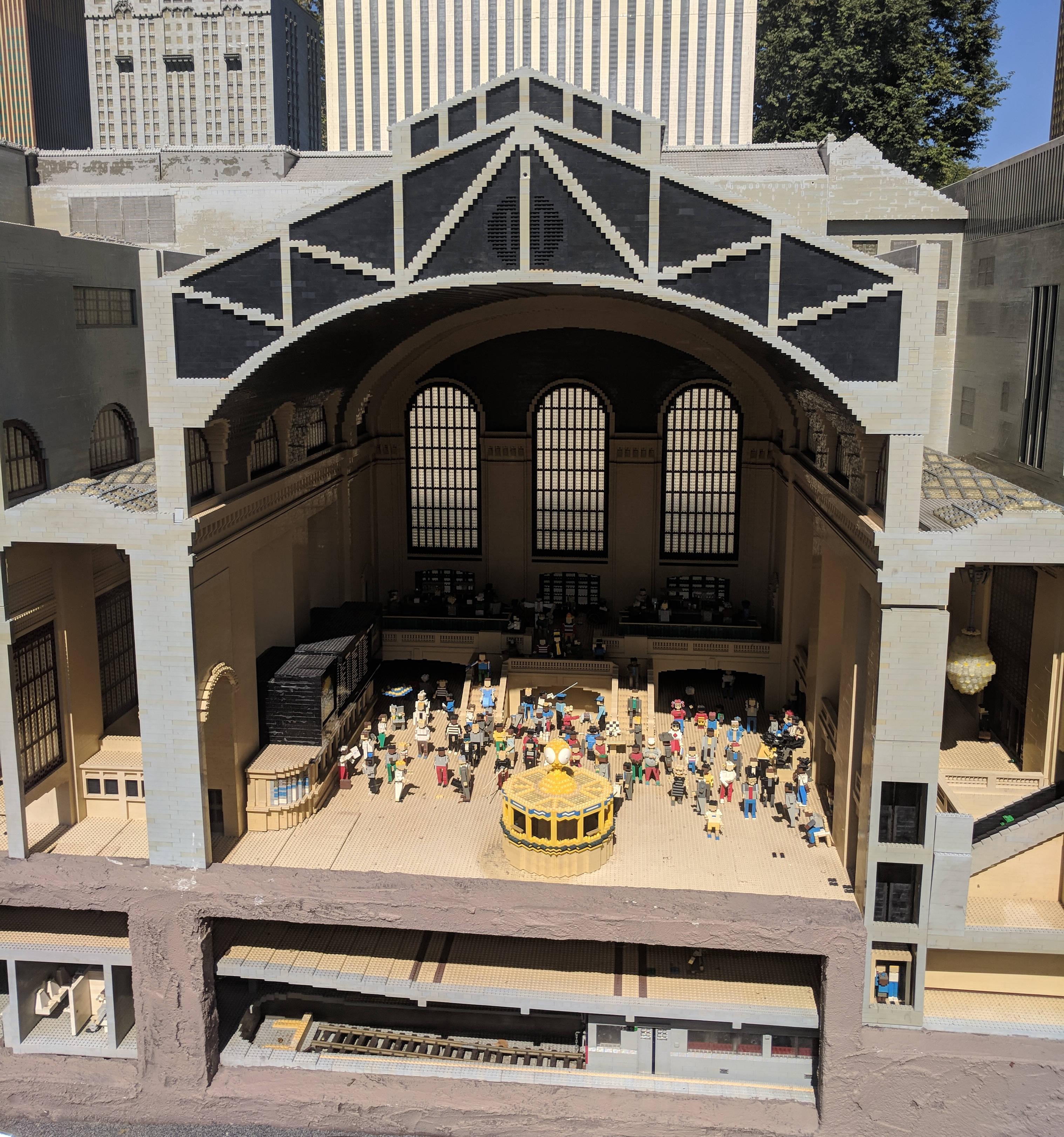 지하까지 구현한 레고 그랜드 센트럴