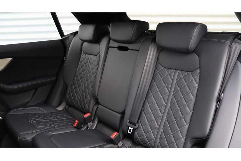 Audi Q8 55 TFSI quattro S-Line, Panoramadak, B&O, Massage, Ruitstiksel, Trekhaak afbeelding 19