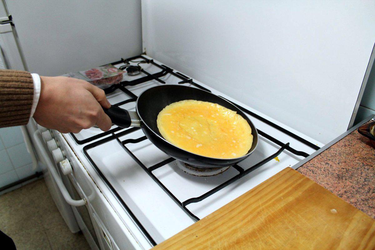 • Verificate che l'omelette scivoli senza problemi