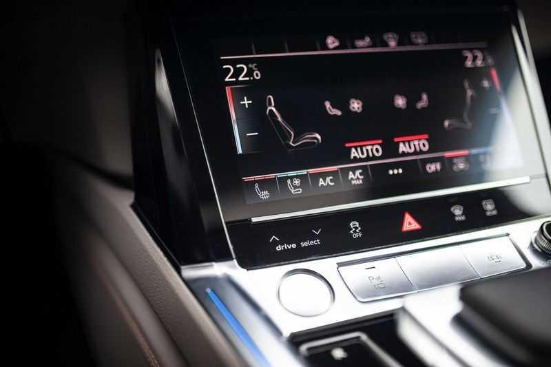 "Audi e-tron 55 Quattro *4% Bijtelling / Massage / HUD / Pano / 21"" / Hulppakket Stad & Tour* afbeelding 19"
