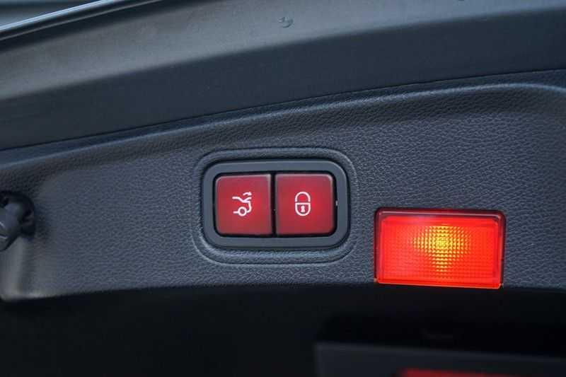 Mercedes-Benz C-Klasse Coupé 300 Prestige afbeelding 22