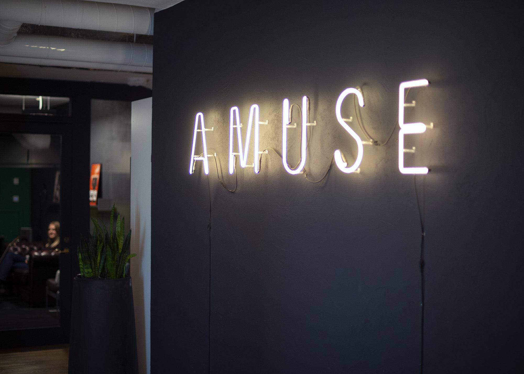 Amuse HQ sign