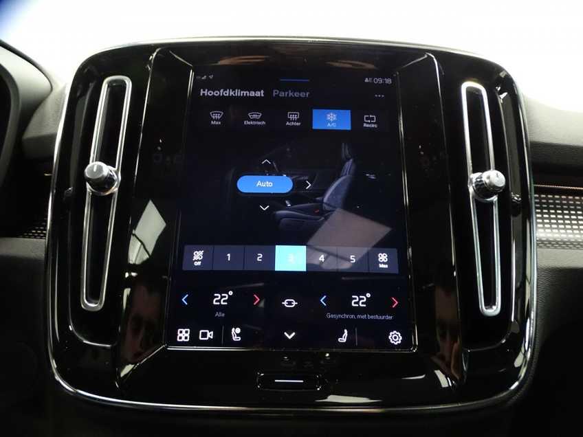 """Volvo XC40 Recharge P8 AWD R-Design EX BTW 20""""LM Panorama Leder 8% Bijtelling meerdere op voorraad! afbeelding 12"""