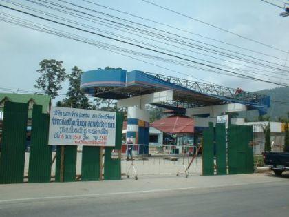 Die haben einfach meine Tankstelle abgerissen. Wo die doch so schön auf dem Weg zur Arbeit lag. Nun muss ich nach Chaweng oder runter nach Hua Thanon. Das ist eine kleine Weltreise ;)