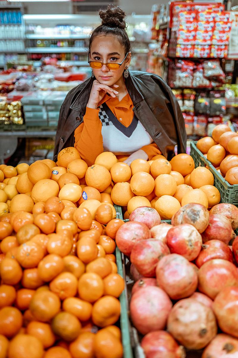 dame foran appelsiner