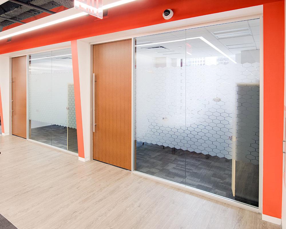 Veneered Wooden Doors With Textured Film on Glass Siding