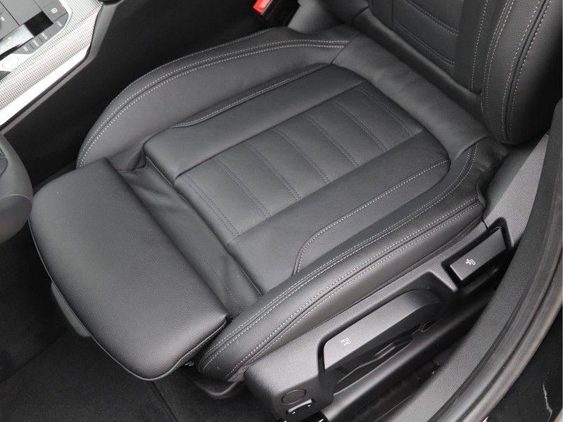 BMW 3 Serie 320i High Executive Model M Sport afbeelding 16