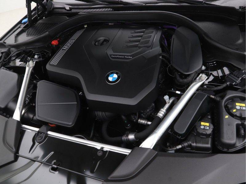 BMW 5 Serie Sedan 520i High Executive M-Sport Automaat afbeelding 4