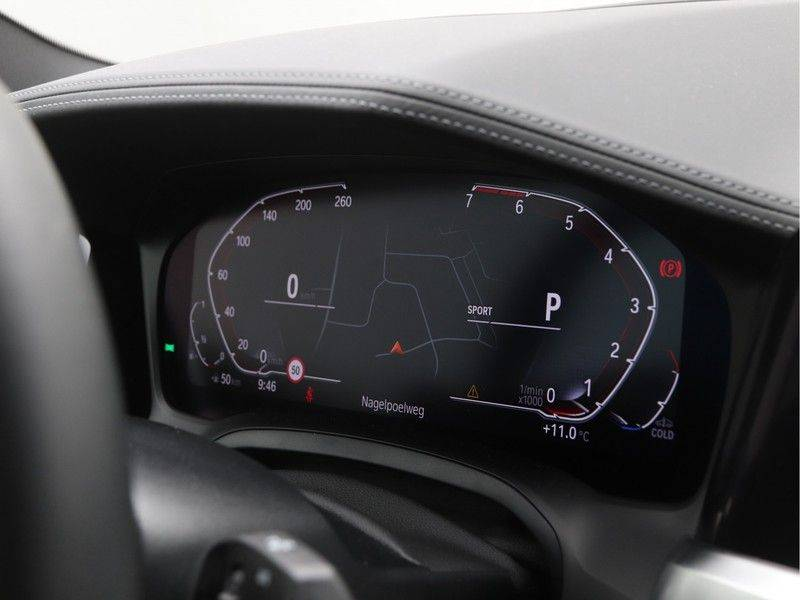 BMW 4 Serie Coupé 430i High Exe M-Sport Aut. afbeelding 3