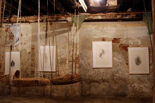 """Kaparliku, installazione, 56. Biennale di Venezia, Padiglione """"Country"""", Kayili Art Centre e Giorgia Severi, 2015."""