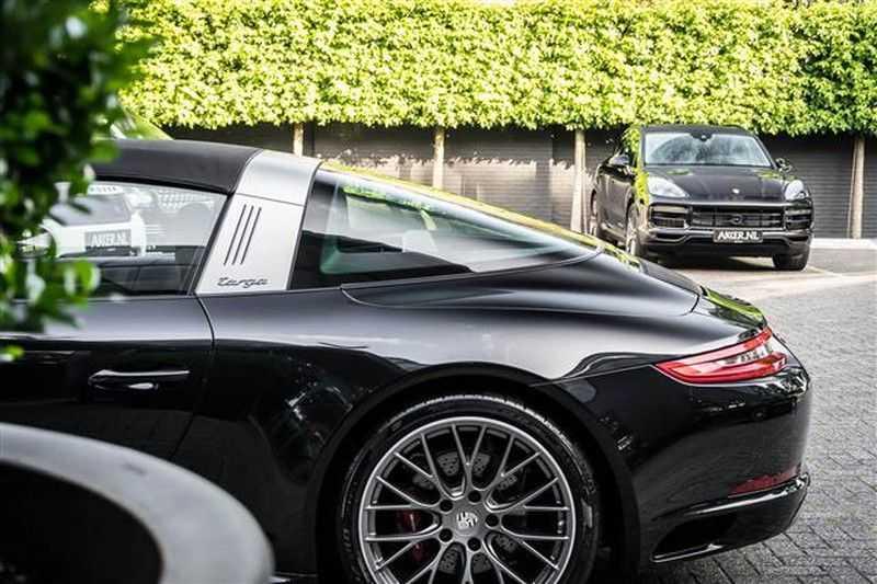 Porsche 911 TARGA 4 SPORT CHRONO+CAMERA+AKRAPOVIC afbeelding 9