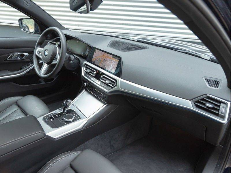 BMW 3 Serie 330e M-Sport - Individual - Dak - ACC - Harman Kardon - Trekhaak afbeelding 13