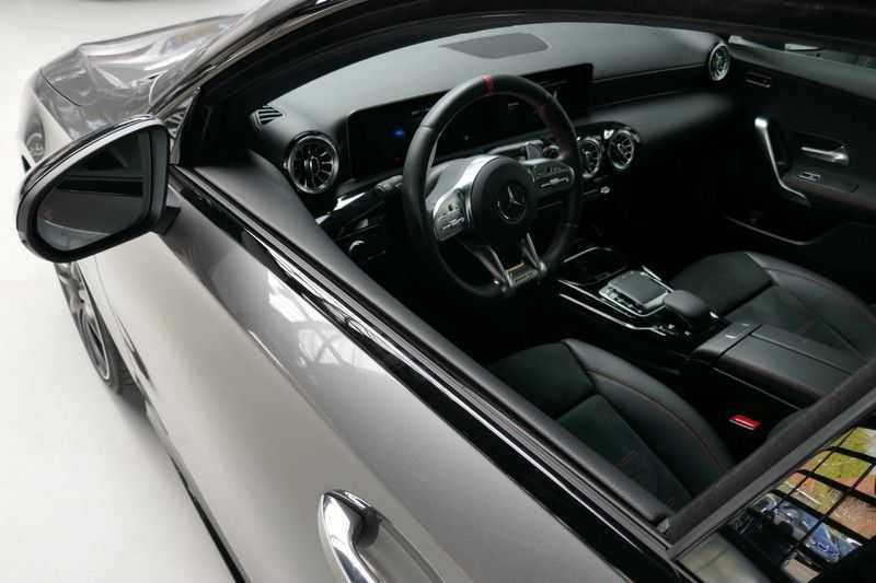 Mercedes-Benz A-Klasse A35 AMG 4MATIC Sfeer verlichting afbeelding 4