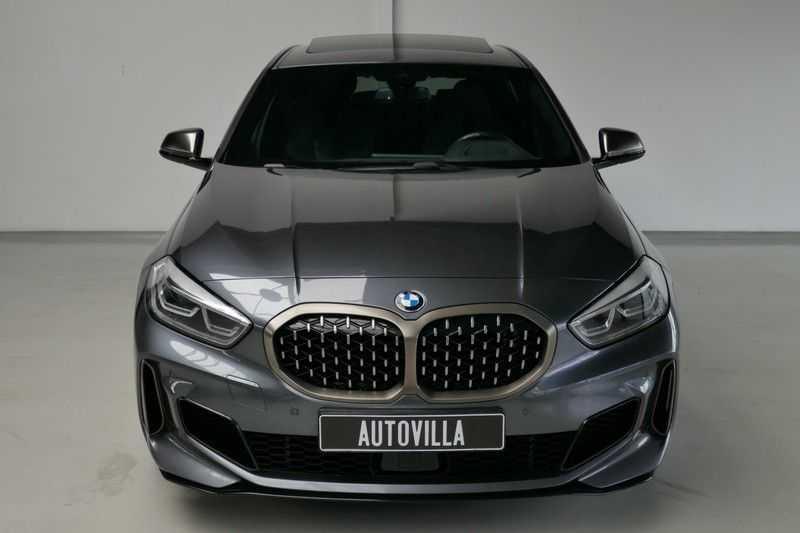 BMW 1 Serie M135i xDrive High Executive Virtual - Led - Panodak afbeelding 2