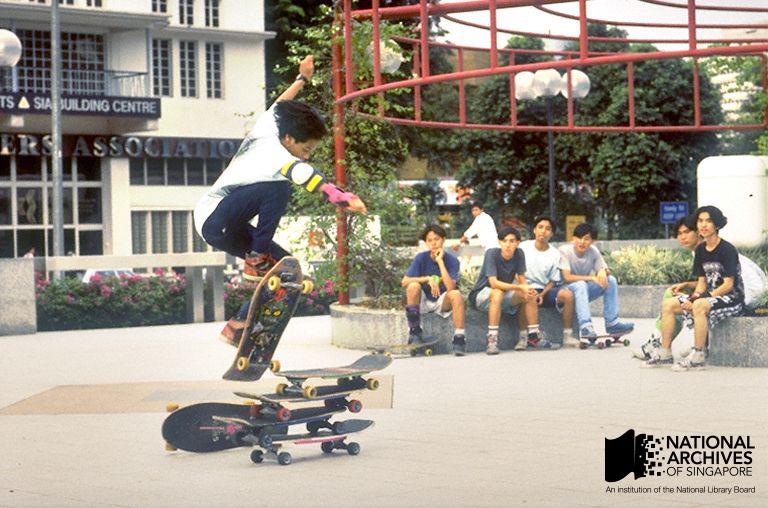 19990001360---0025-Skaters-WM