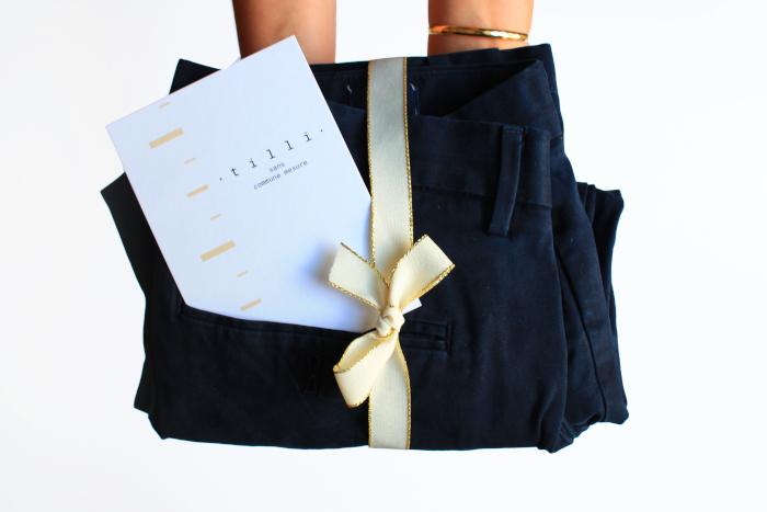 Un pantalon rendu au client après une retouche faite par Tilli.