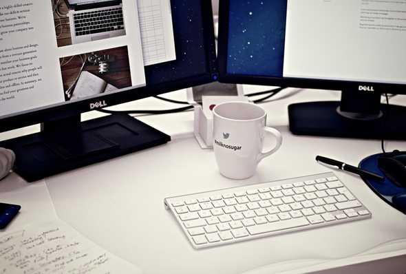 desktopcomputer met toetsenbord