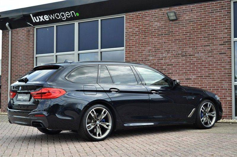 BMW 5 Serie Touring M550d xDrive 400pk Pano Standk ACC 20inch Adp-LED HUD afbeelding 6
