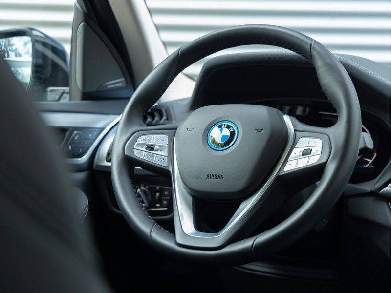 BMW iX3 High Executive - Direct Beschikbaar! afbeelding 23