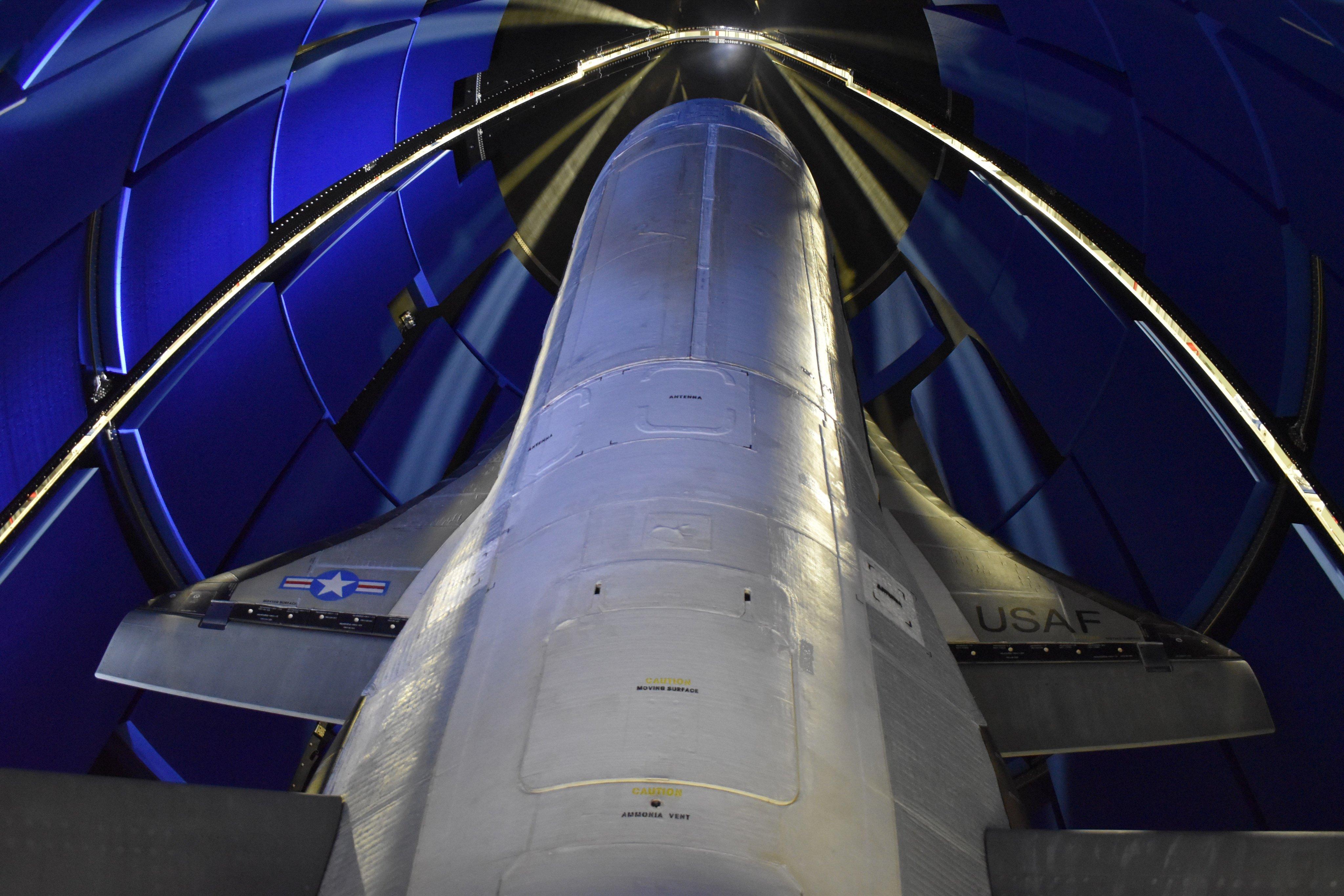 Figure 4: Naveta X-37B, înainte de misiunea OTV-6 (Sursa foto: US Space Force)