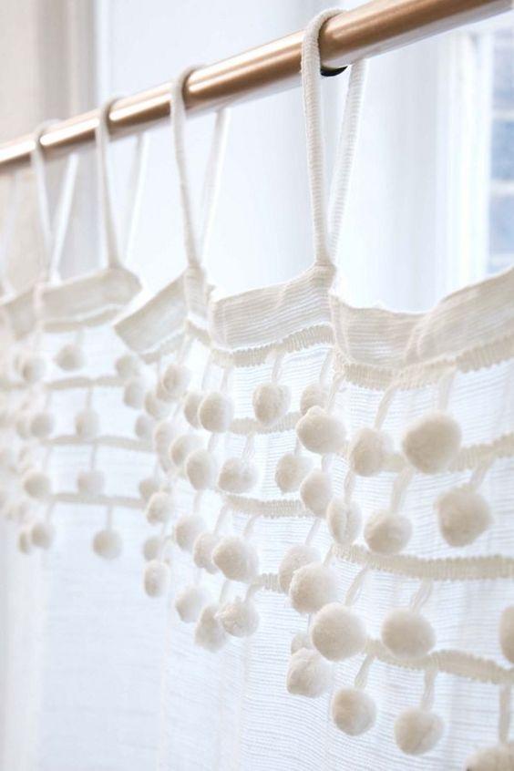 Rideaux blanc voilage avec pompoms