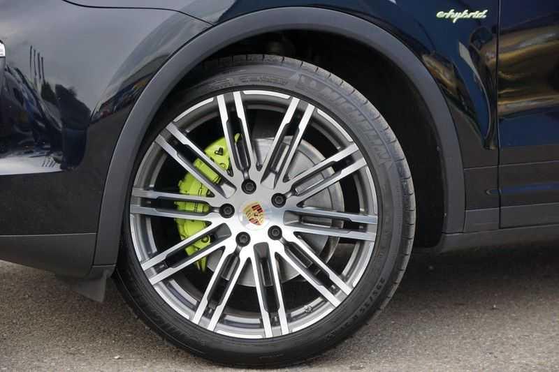 Porsche Cayenne 3.0 S E-Hybrid / Sport Chrono / Panodak / Trekhaak / Bose / Luchtvering / Sportstoelen afbeelding 12