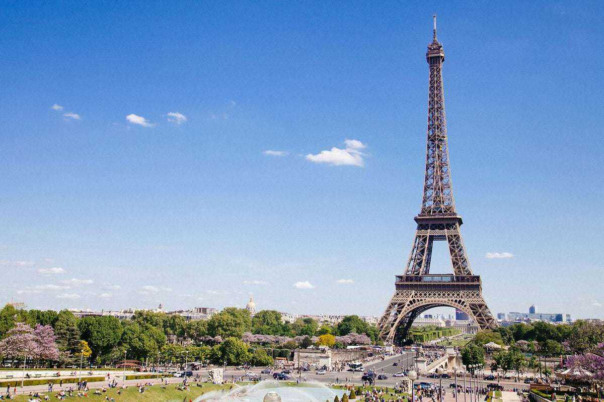 What is like to live in Paris? From America, Magda Theodate shares her experience and top tips for all those people who want to do the same.