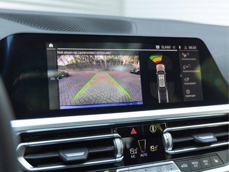 BMW 3 Serie Touring 330e xDrive M-Sport - Panorama - Active Cruise - Harman Kardon - Camera afbeelding 24