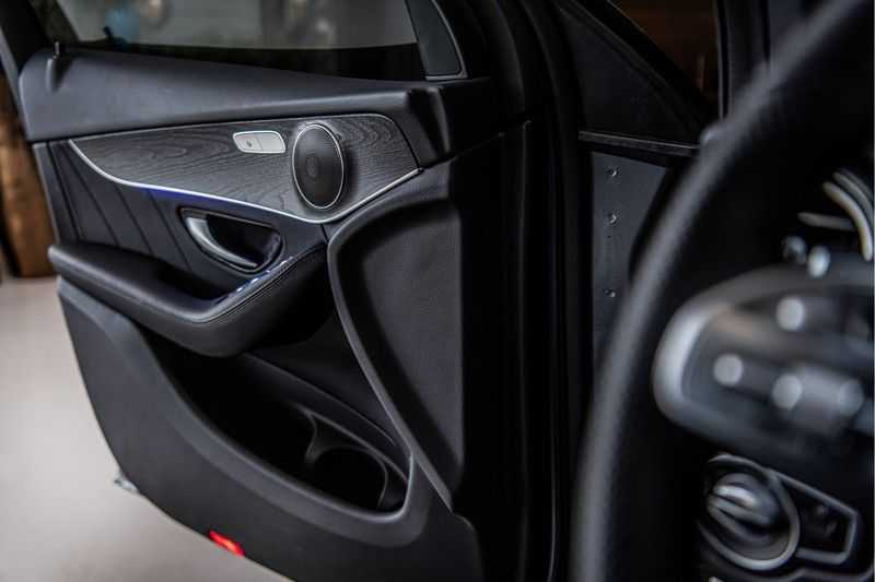 Mercedes-Benz GLC Coupé 300 4MATIC   360° camera   Panorama   Widescreen   Keyless afbeelding 15