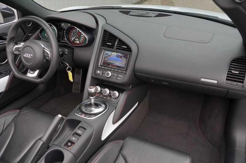 Audi R8 Spyder 5.2 V10 FSI / Akrapovic / Carbon Pack / B & O / Ceramic / Camera / Audi Exclusive / Cruise afbeelding 2
