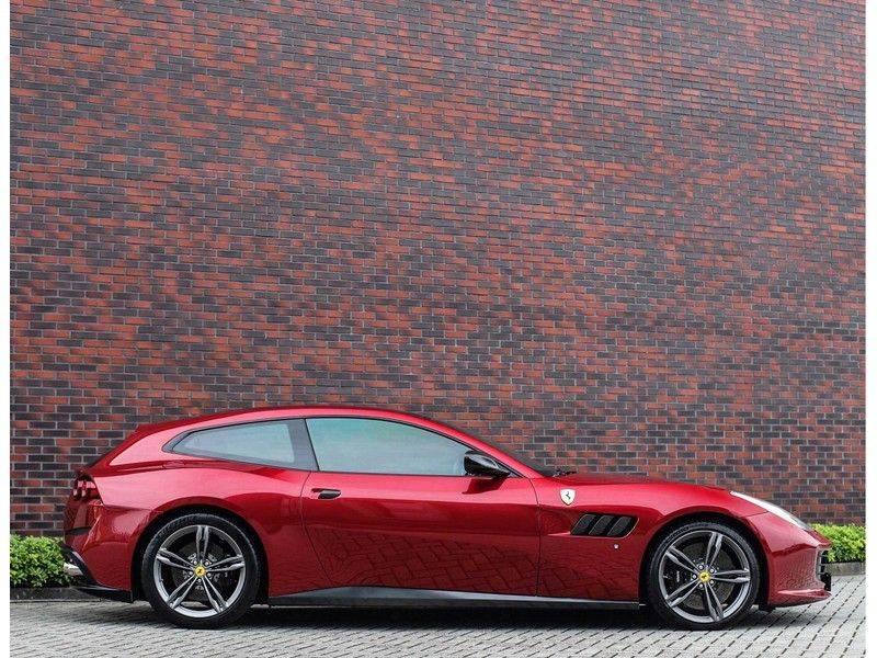 Ferrari GTC4 6.3 V12 Lusso *Panoramadak*passagiers display* afbeelding 13
