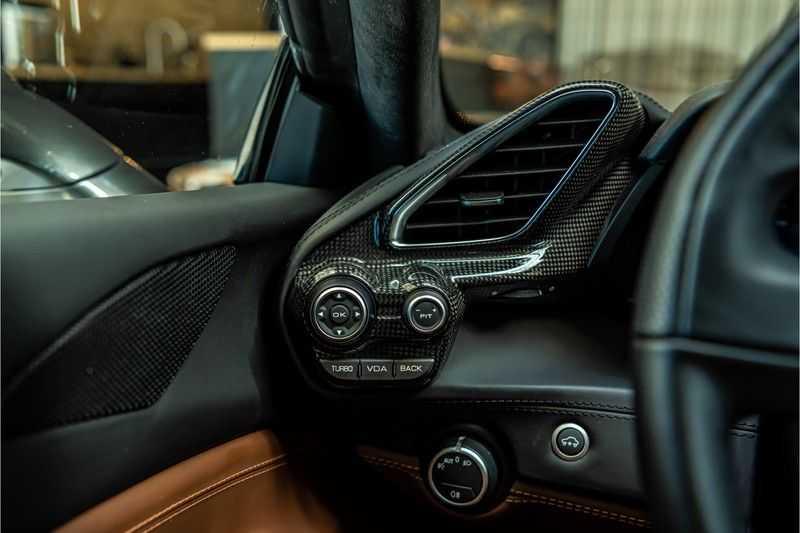 Ferrari 488 3.9 GTB HELE | Carbon | Passenger Display | Lifting | NP350.000,- afbeelding 3