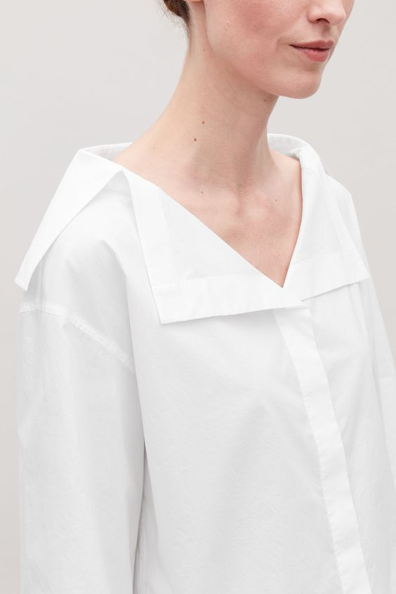Chemise femme au col déstructurée et graphique