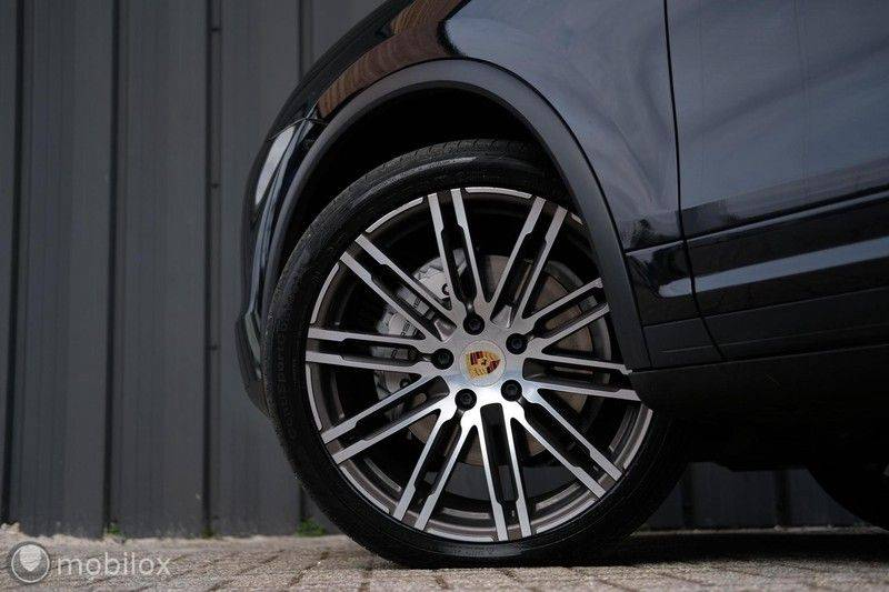 Porsche Cayenne 4.2 D S | Panoramisch dak | Bose | 850 Nm afbeelding 9