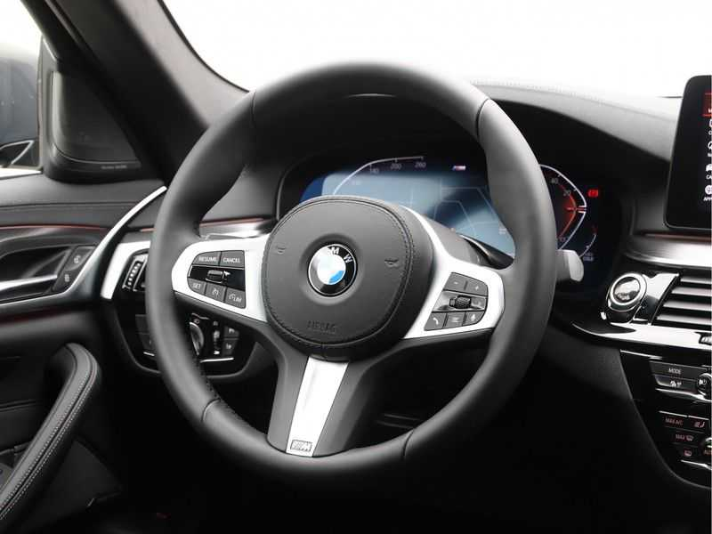BMW 5 Serie 540i High Exe M-Sport afbeelding 3