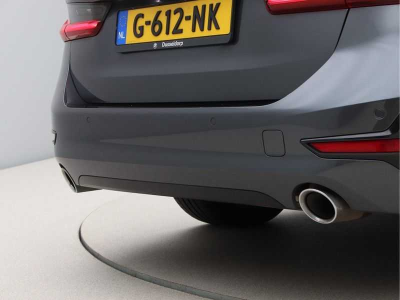 BMW 3 Serie Touring 330i Executive Edition afbeelding 14