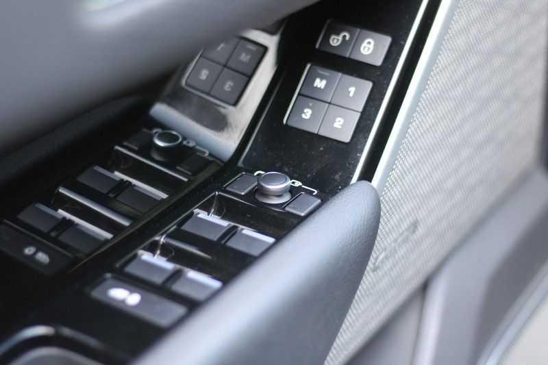 Land Rover Range Rover Velar 3.0 V6 SC AWD R-Dynamic afbeelding 2