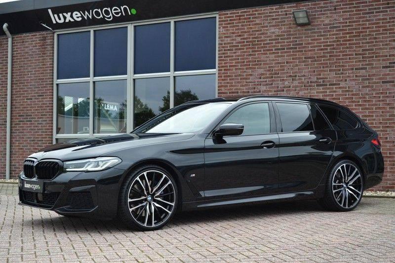 "BMW 5 Serie Touring 530d 286pk M-Sport Pano DA+ PA+ Laser 21"" Adp-drive HUD afbeelding 5"