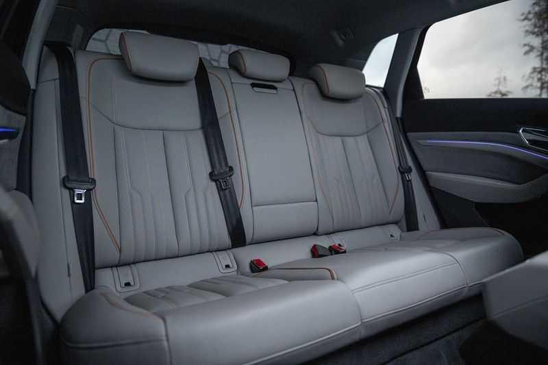 Audi E-tron 55 quattro Advanced Pro Line S NOVEMBER 2018!! € 146,- netto bijtelling pm! 4% bijtelling!! Massage + Head-up + Stoelkoeling afbeelding 10
