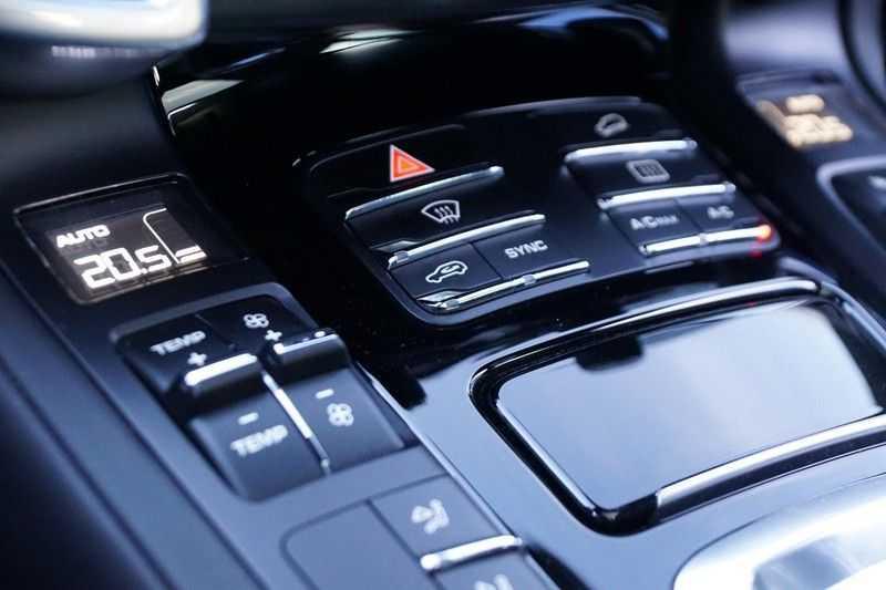 Porsche Cayenne 3.0 S E-Hybrid / Sport Chrono / Panodak / Trekhaak / Bose / Luchtvering / Sportstoelen afbeelding 25