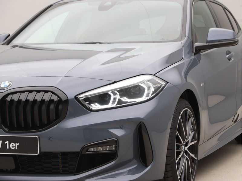 BMW 1 Serie 118i 5rds High Exe M-Sport Aut. afbeelding 17